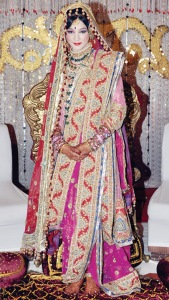Hyderabadi bride wearing the traditional khada dupatta